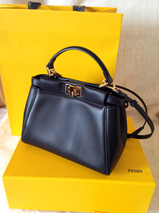 Сумка Fendi  Peekaboo Mini KELLY сумка fendi demi jours
