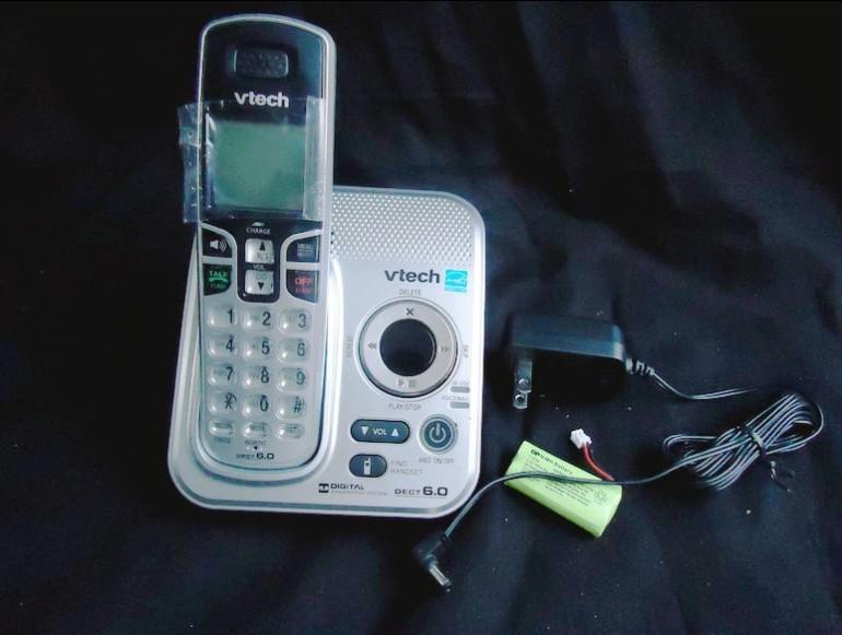 Проводной и DECT-телефон Vtech Dect 6.0 6111 6229 проводной и dect телефон philips dctg792