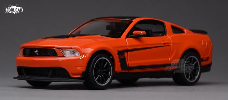 Модель машины Singing sand months 1:24 FORD Mustang BOSS302 singing god s words