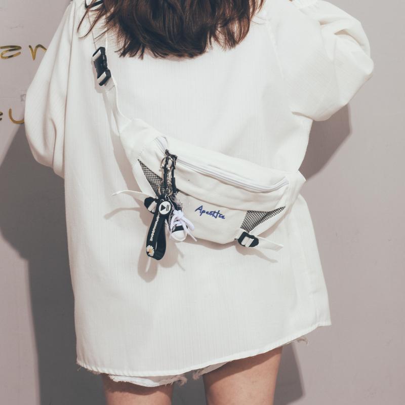 帆布小包包女2020新款潮酷潮文艺少女斜挎包简约复古原宿风胸包