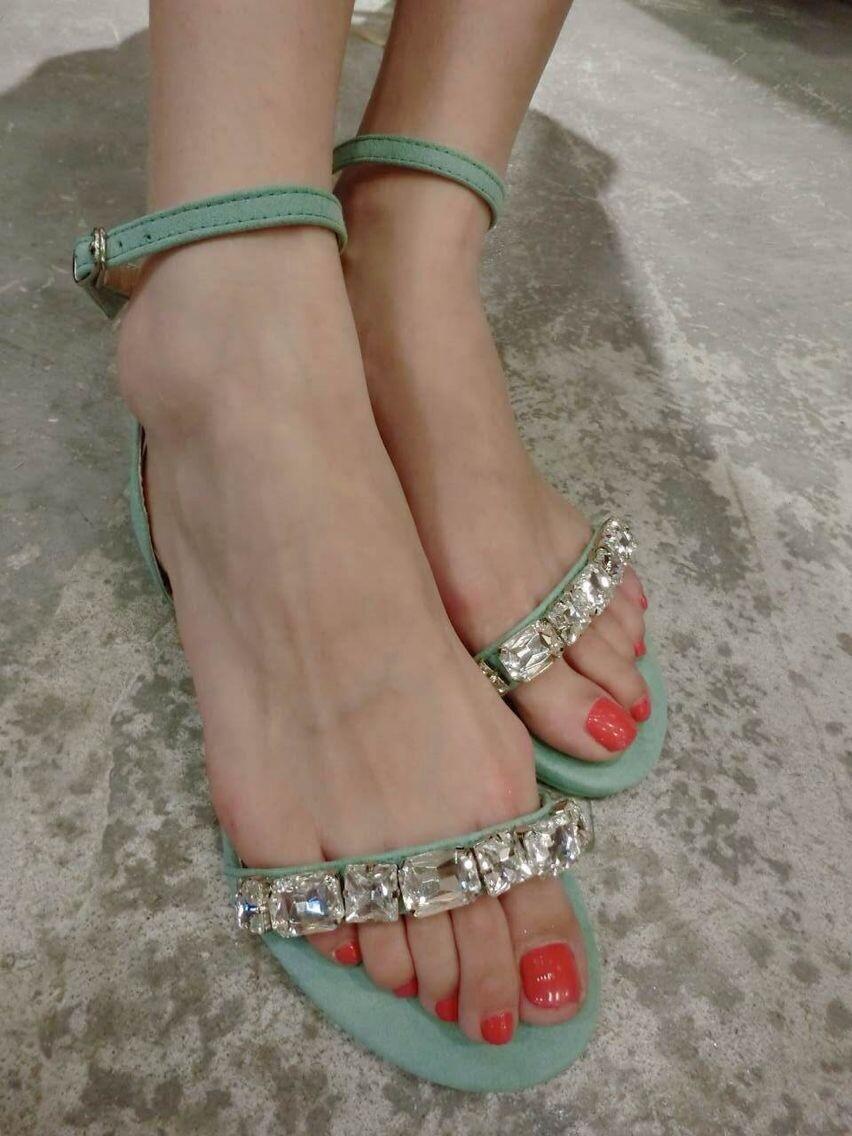 Босоножки Европы 2014 летом Джокер новая кожа горный хрусталь бисером твердых плоские туфли с Пип toe плоские сандалии женщин