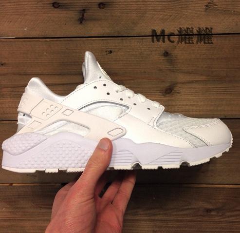 Кроссовки Nike  AIR HUARACHE TRIPLE WHITE кроссовки nike air huarache run fb qs black white 744486 001
