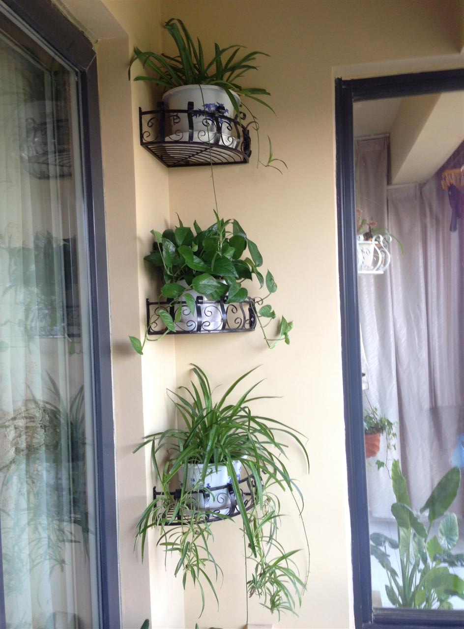 Полка на балкон под цветы своими руками 97