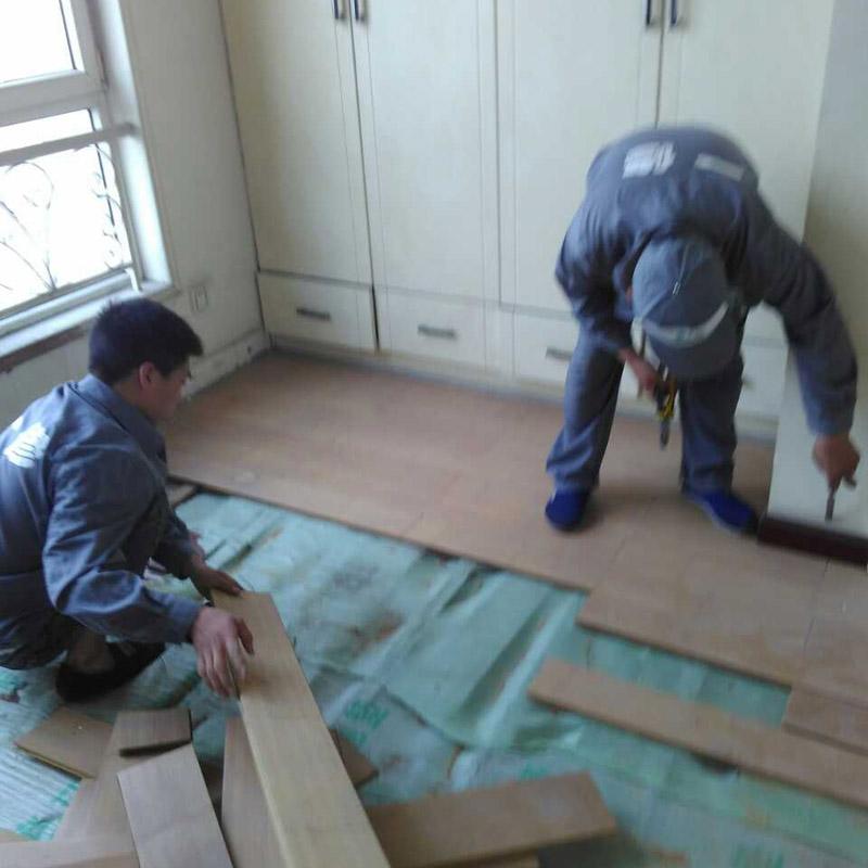 地板维修服务 实木地板打磨翻新成都强化地板安装木地板打蜡修理