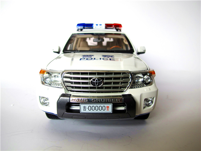 Модель машины Made in China 1:18 LAND CRUISER 200 тарелка чайна zultan 18 aja china
