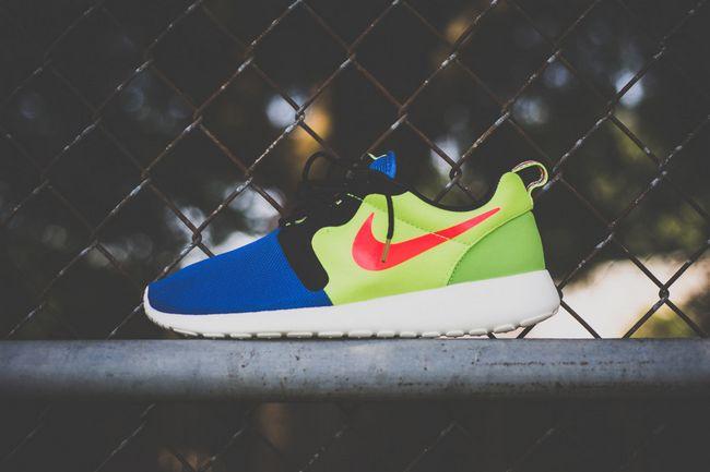 Кроссовки Nike Roshe Run Hyp Prm Magista 669689-400/700 кепки nike кепка nike w s run zip aw84