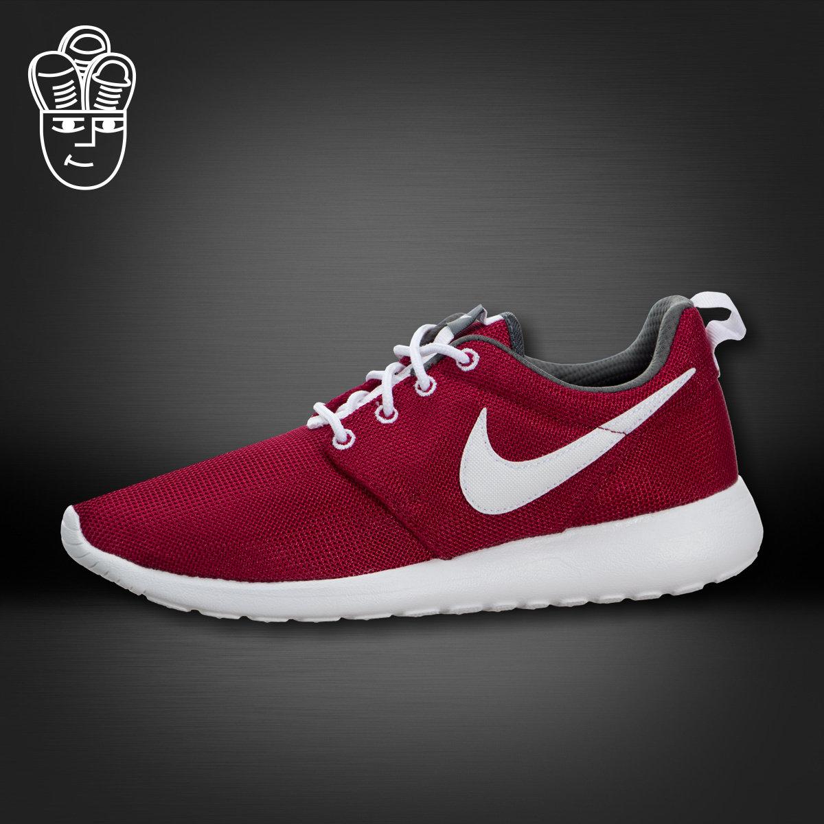 Кроссовки Nike Roshe Run GS кепки nike кепка nike w s run zip aw84