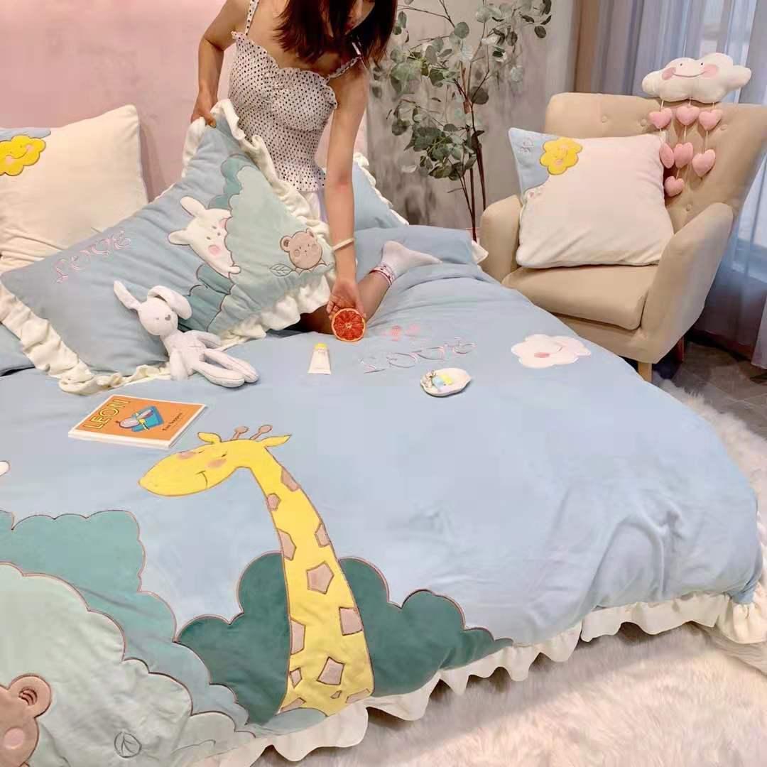 法兰绒冬季床上四件套可爱甜美少女卡通超萌长颈鹿珊瑚绒女生被套