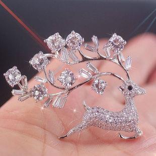 新光饰品 可爱动物小鹿胸针女超闪水晶胸花精致开衫别针精品扣针