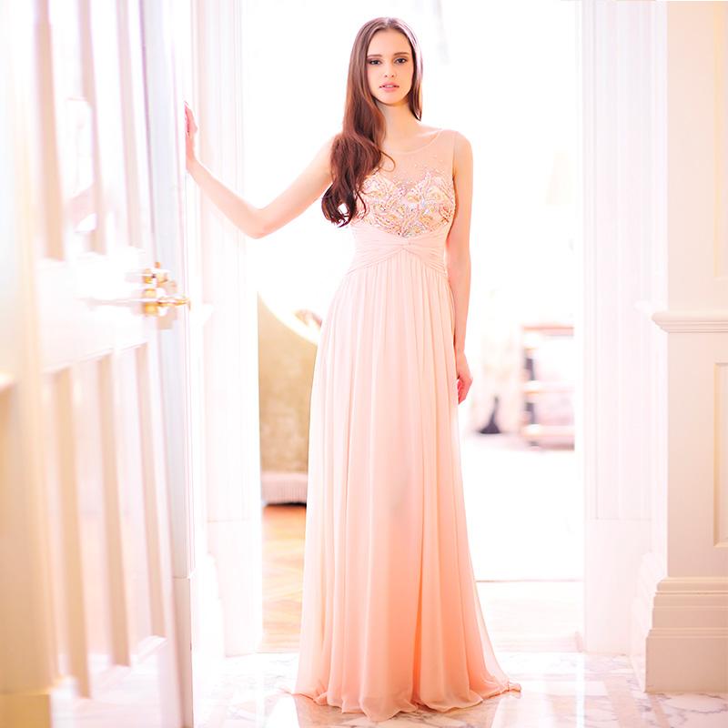 Нежно розовые длинные платья