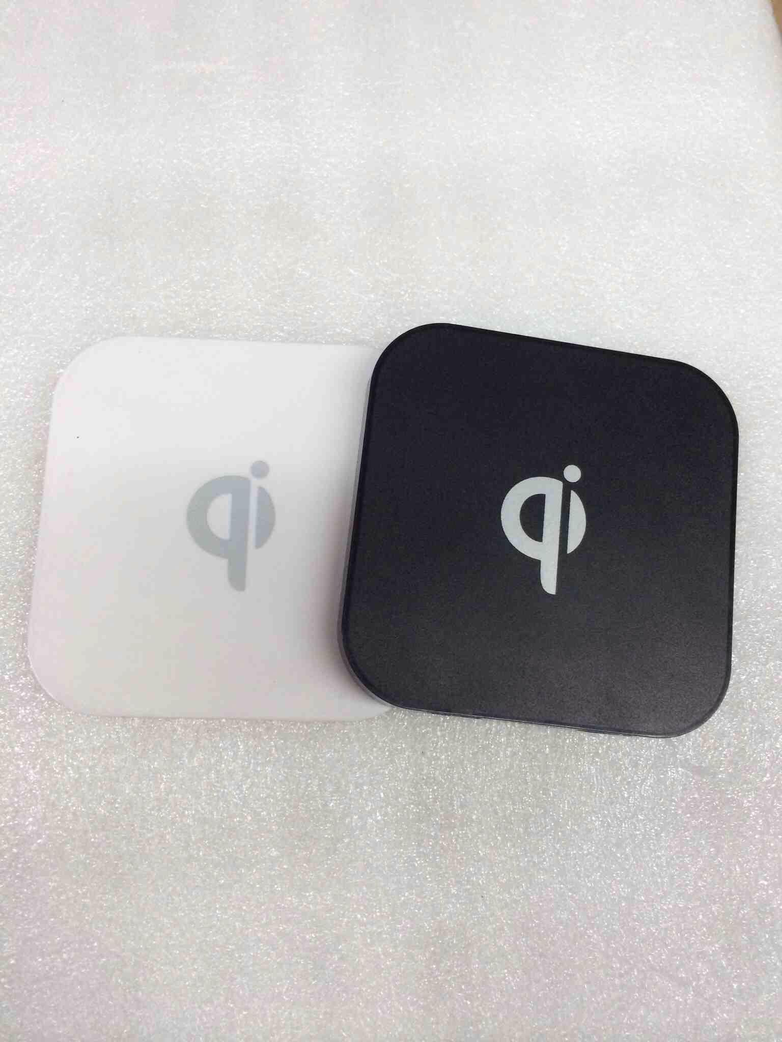Зарядное устройство для мобильных телефонов Bai Tuo  QI Q8