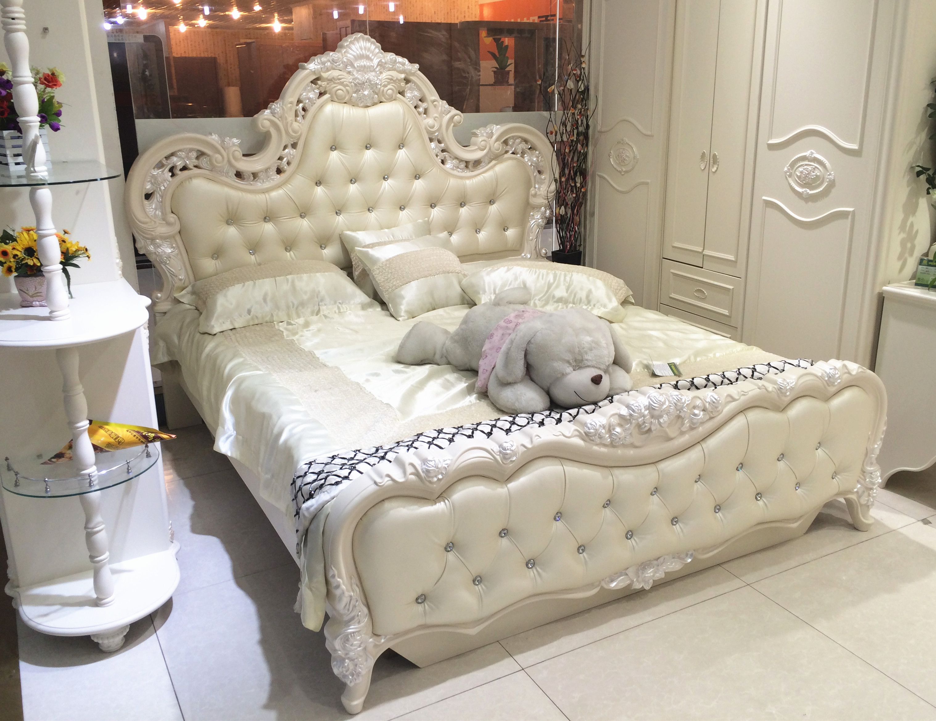 где купить  классическая кровать Heng furniture  1.8  по лучшей цене