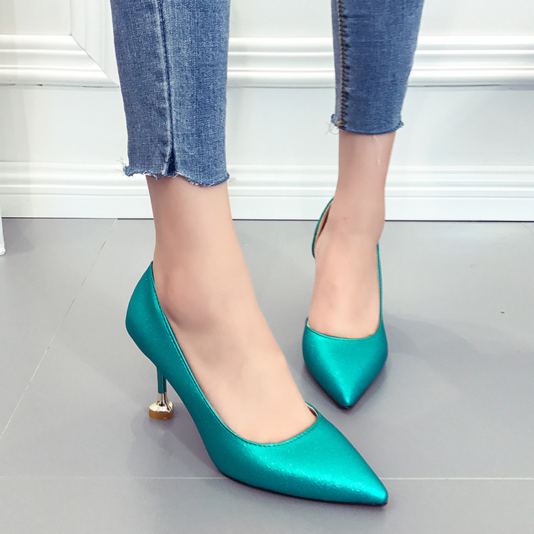 侧空单鞋女2017新款 百搭 中细跟哪个牌子好