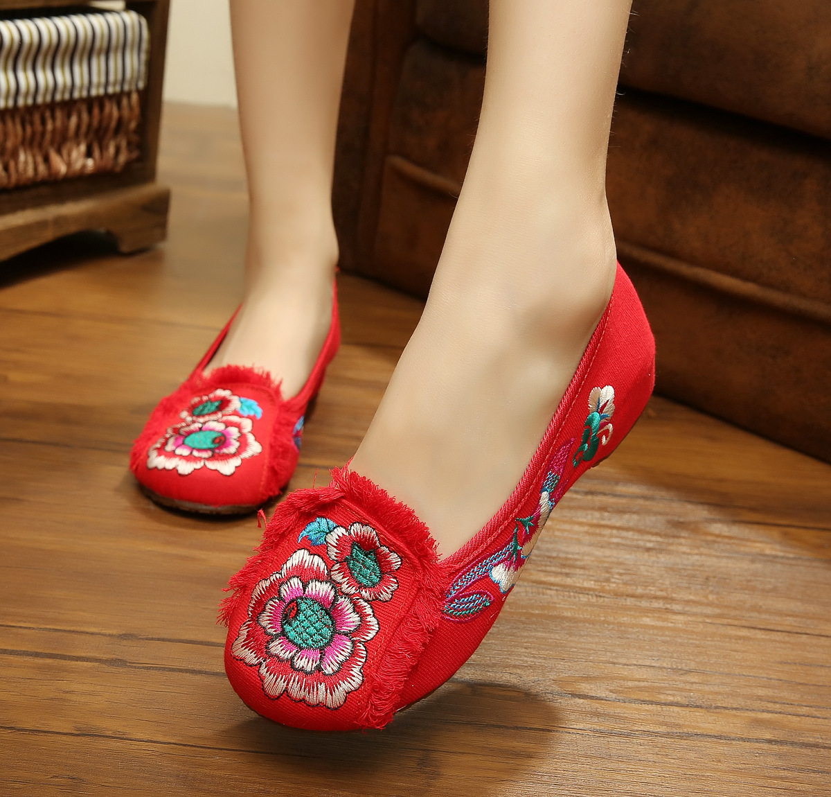 红色豆豆鞋 北京布鞋女坡跟百搭内增高透气一脚蹬红色豆豆鞋绣花鞋女浅口圆头_推荐淘宝好看的红色豆豆鞋