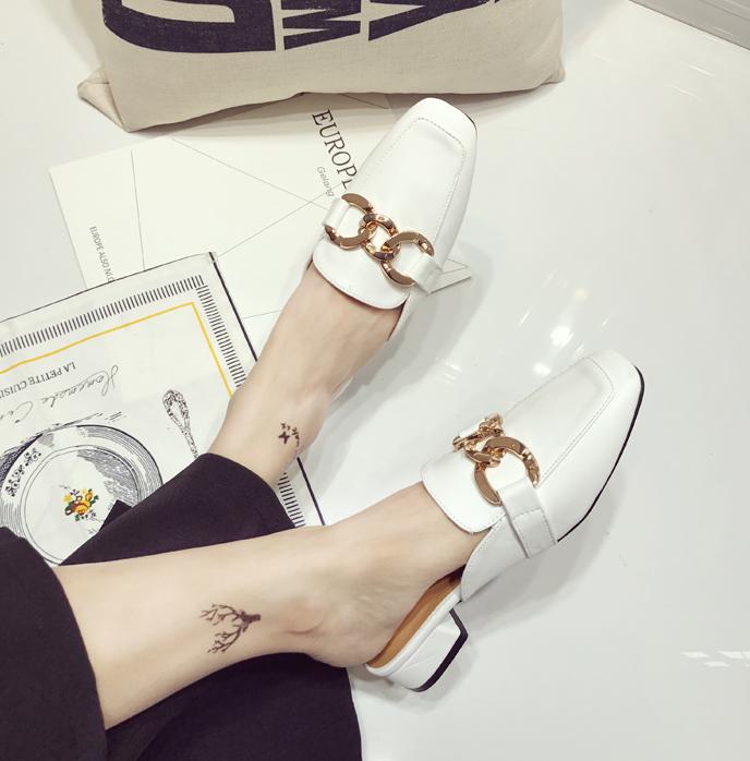 白色凉鞋 夏季套脚白色百搭复古低跟包头半拖鞋无后跟懒人女金属链子扣凉鞋_推荐淘宝好看的白色凉鞋