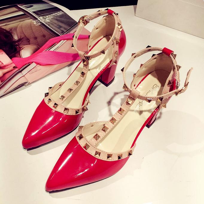 红色凉鞋 欧洲站16夏季新款粗跟高跟丁字扣尖头单鞋铆钉装饰凉鞋女鞋大红色_推荐淘宝好看的红色凉鞋