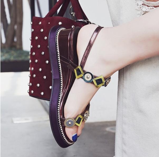 紫色罗马鞋 女鞋子2017夏季新款真皮露趾厚底甜美铆钉罗马中坡跟酒红紫色凉鞋_推荐淘宝好看的紫色罗马鞋