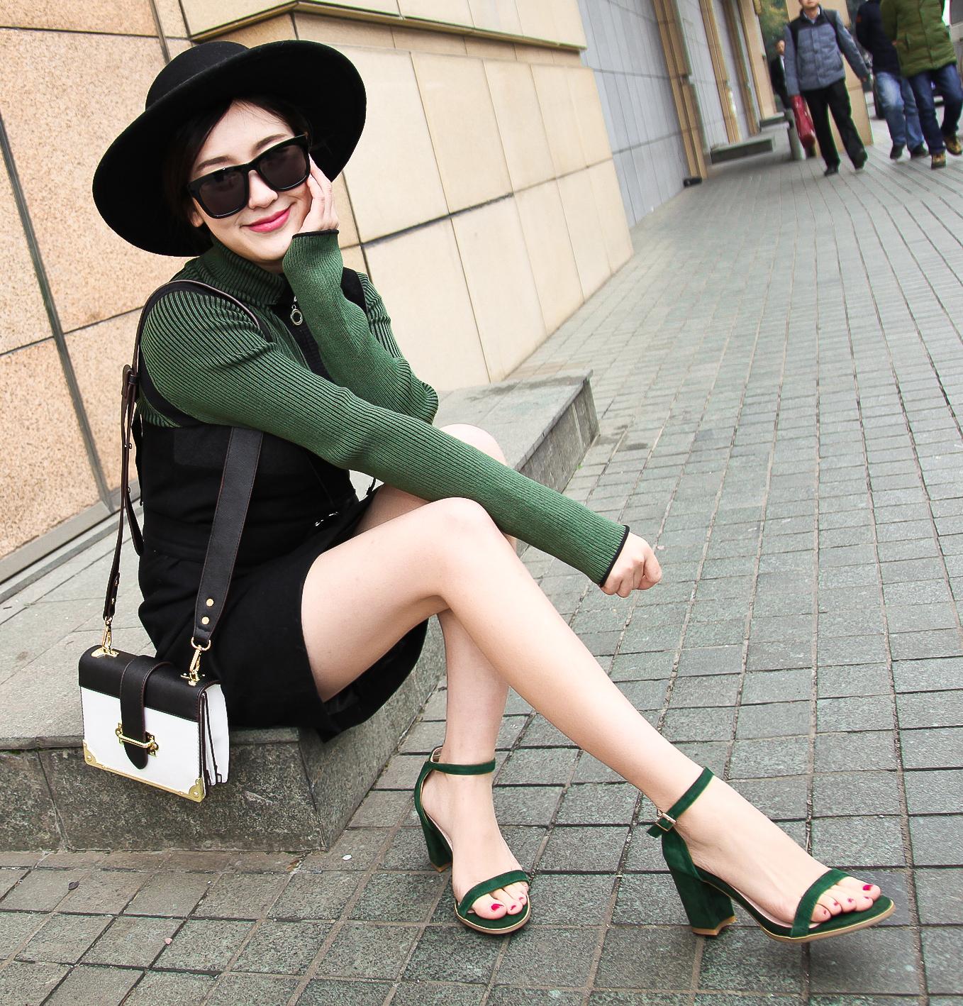 绿色鱼嘴鞋 韩版女凉鞋粗跟高跟鞋棕色墨绿色性感羊皮一字扣带显腿长露趾搭扣_推荐淘宝好看的绿色鱼嘴鞋