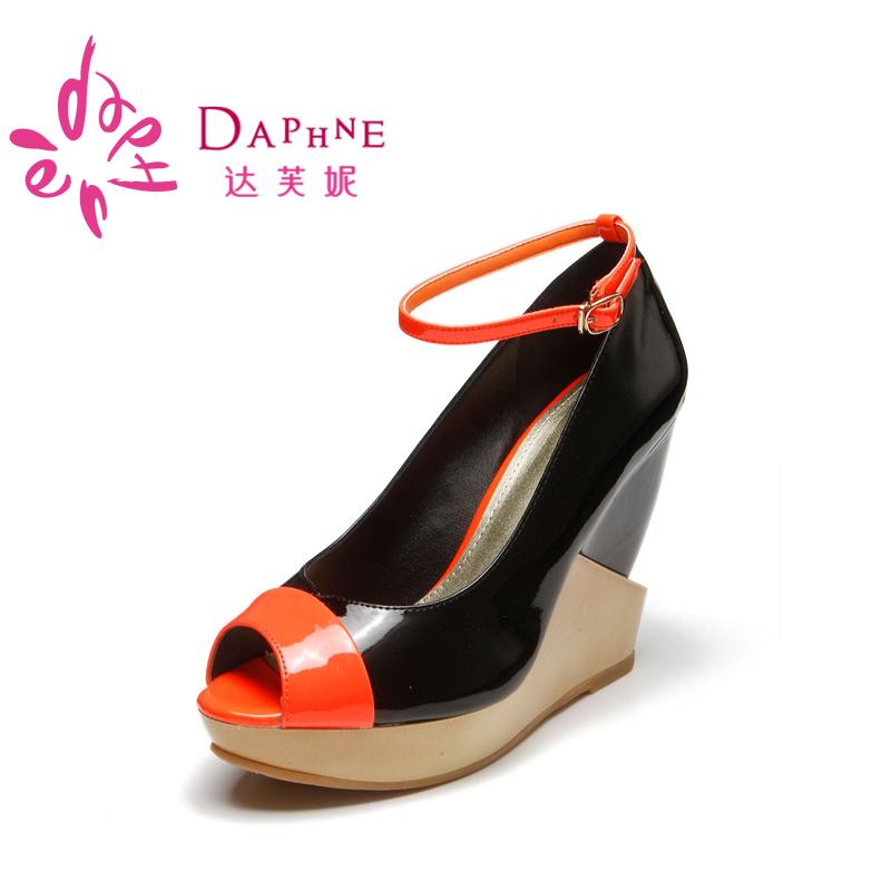 达芙妮坡跟鞋 Daphne达芙妮女鞋正品初秋款坡跟鱼嘴靓丽撞色女单鞋1013102099_推荐淘宝好看的达芙妮坡跟鞋