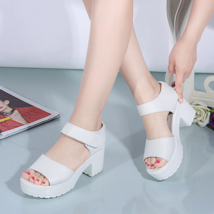白色凉鞋 17夏季韩版白色松糕鱼嘴女凉鞋坡跟厚底粗跟女鞋魔术贴百搭学生鞋_推荐淘宝好看的白色凉鞋
