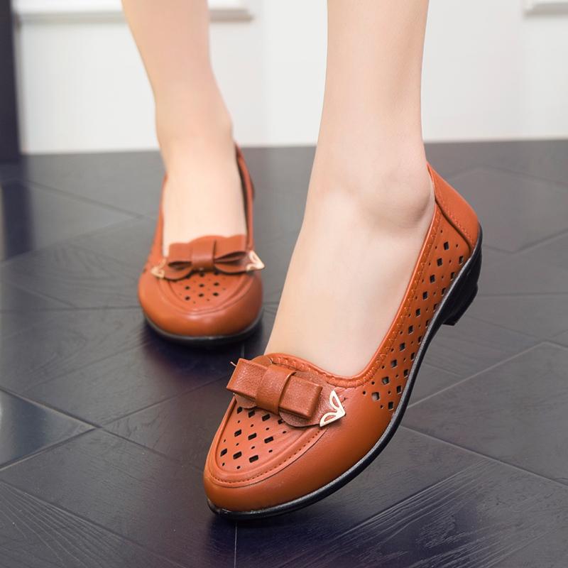 女士坡跟鞋 夏季镂空妈妈鞋皮鞋坡跟软底休闲鞋防滑中老年人单鞋女洞洞鞋凉鞋_推荐淘宝好看的女坡跟鞋