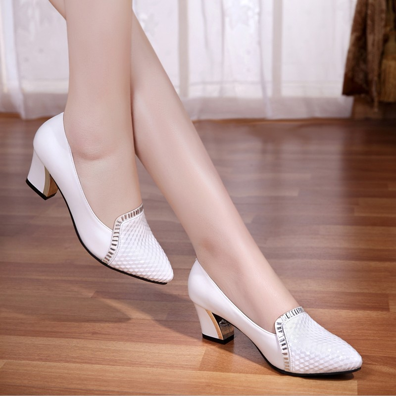 白色尖头鞋 春秋季真皮单鞋粗跟尖头女鞋子浅口平底妈妈鞋中跟女皮鞋白色瓢鞋_推荐淘宝好看的白色尖头鞋