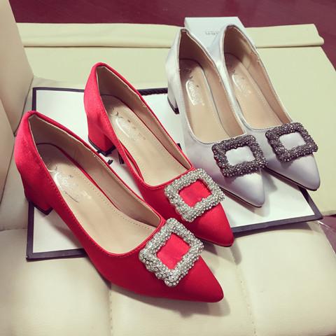 粗跟尖头鞋 粗跟女单鞋红色新娘结婚鞋2017新款百搭尖头中跟方扣水钻绸缎女鞋_推荐淘宝好看的粗跟尖头鞋