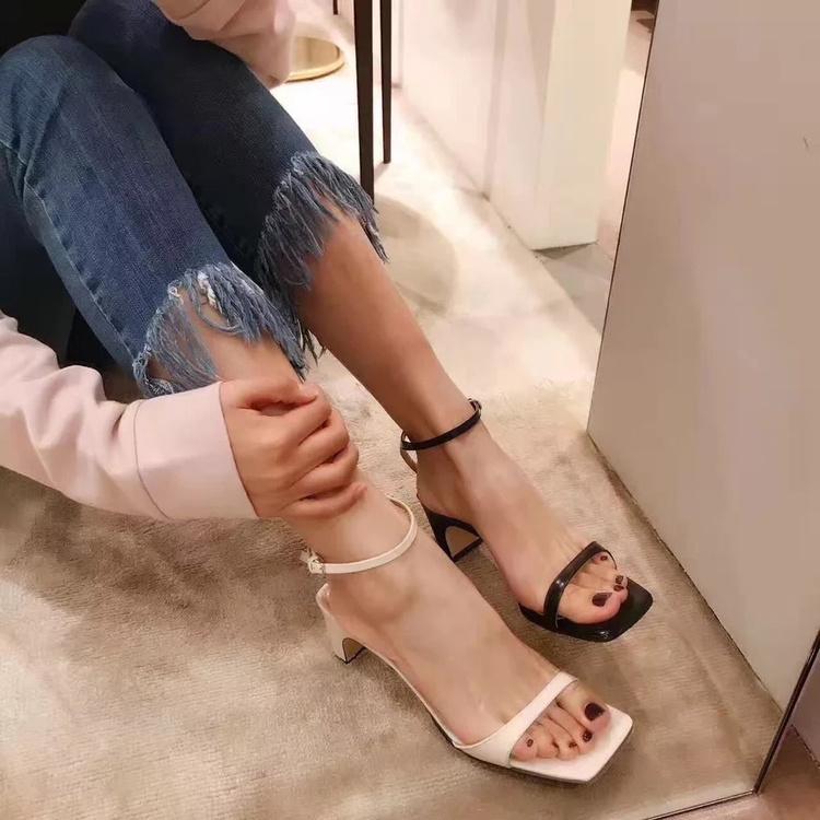 最新款高跟凉鞋 断码清仓2017凉鞋女夏方跟方头露趾一字扣带高跟粗跟中跟女鞋新款_推荐淘宝好看的女新款高跟凉鞋