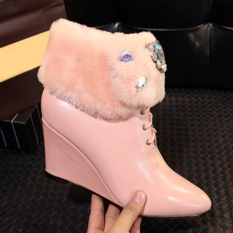 粉红色坡跟鞋 韩版坡跟短靴尖头真皮粉红色雪地靴水钻白色系带女鞋羊羔毛中跟靴_推荐淘宝好看的粉红色坡跟鞋