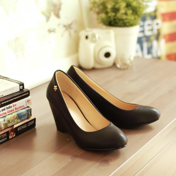 黄色坡跟鞋 春秋单鞋 夏季女低跟 坡跟 黄色 小皮鞋工作新大码40-43 女士鞋子_推荐淘宝好看的黄色坡跟鞋