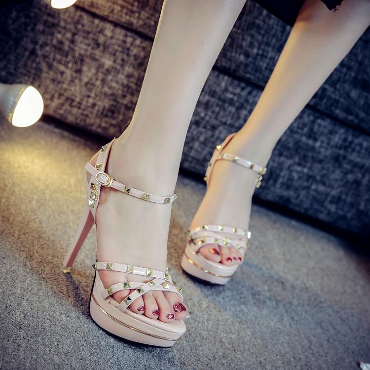 时尚高跟凉鞋 12cm性感凉鞋细跟超高跟铆钉时尚凉鞋黑色显瘦防水台女粉高跟凉鞋_推荐淘宝好看的女时尚高跟凉鞋