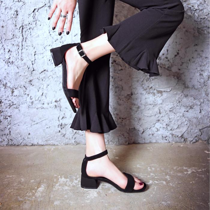 黑色凉鞋 欧洲站夏季新款真皮百搭黑色一字带粗跟凉鞋女中跟露趾大码41-43_推荐淘宝好看的黑色凉鞋