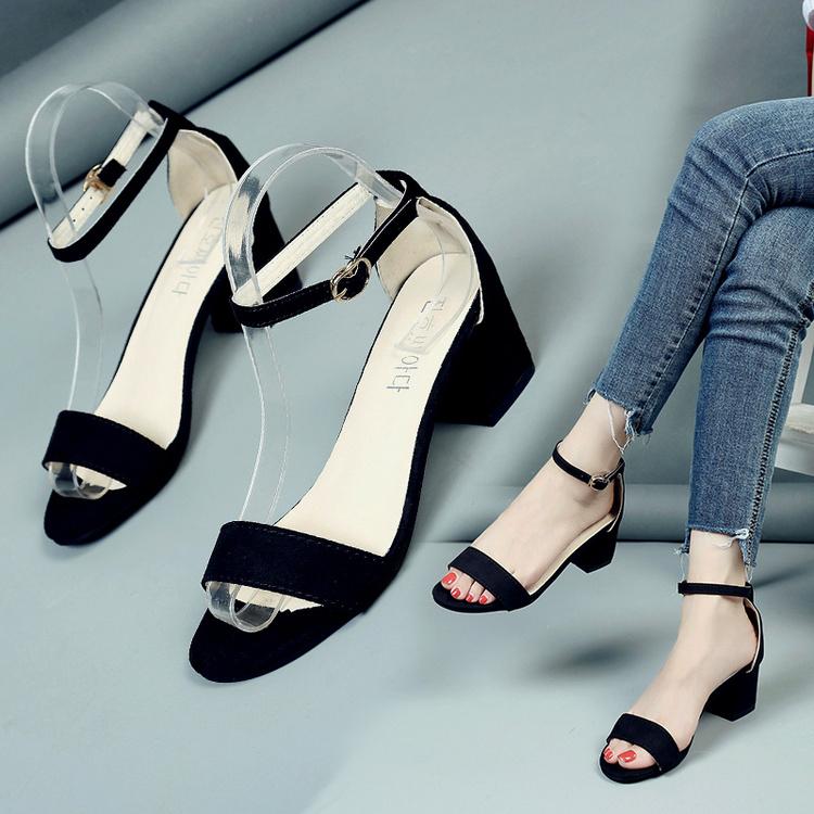 黑色凉鞋 凉鞋新款5CM中跟粗跟黑色学生百搭露趾凉拖鞋一字扣罗马高跟女鞋_推荐淘宝好看的黑色凉鞋