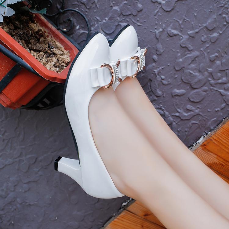 白色高跟鞋 春夏季百搭单鞋女大小码黑白色工作高跟中跟蝴蝶结漆皮女士皮鞋子_推荐淘宝好看的白色高跟鞋