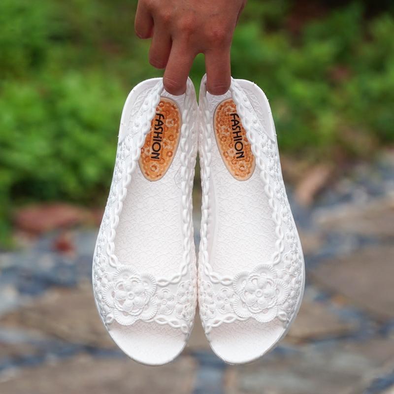 白色鱼嘴鞋 夏季天白色妈妈护士鱼嘴露趾凉鞋女士镂空坡跟厚底软防滑工作防水_推荐淘宝好看的白色鱼嘴鞋