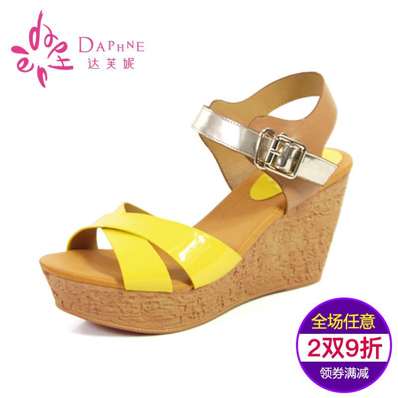 达芙妮高跟凉鞋 Daphne达芙妮正品夏季新款时尚高跟女鞋拼色仿木纹坡跟露趾凉鞋_推荐淘宝好看的女达芙妮高跟凉鞋