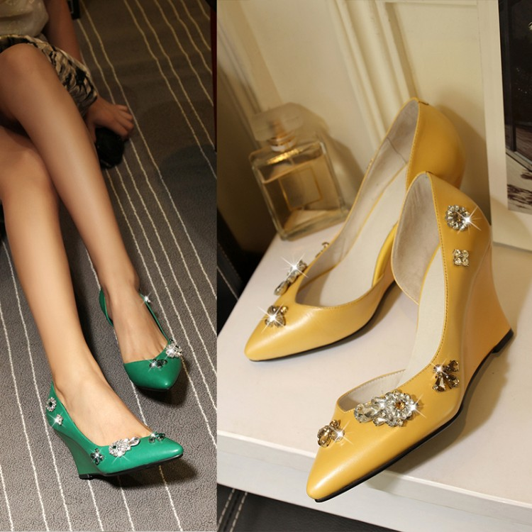 绿色坡跟鞋 欧洲站2017春夏新款真皮女鞋坡跟浅口单鞋水钻小尖头高跟鞋绿色鞋_推荐淘宝好看的绿色坡跟鞋
