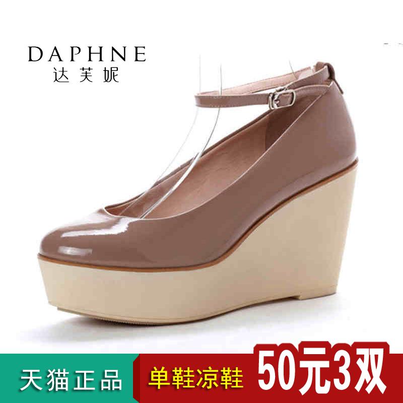 达芙妮坡跟鞋 达芙妮专柜正品女鞋鞋子春款春季浅口厚底坡跟单鞋米色特价101310_推荐淘宝好看的达芙妮坡跟鞋