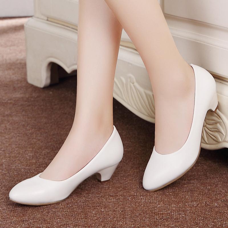 白色单鞋 真皮坡跟白色护士鞋牛筋底浅口舒适休闲鞋美容师工作鞋黑色女单鞋_推荐淘宝好看的白色单鞋