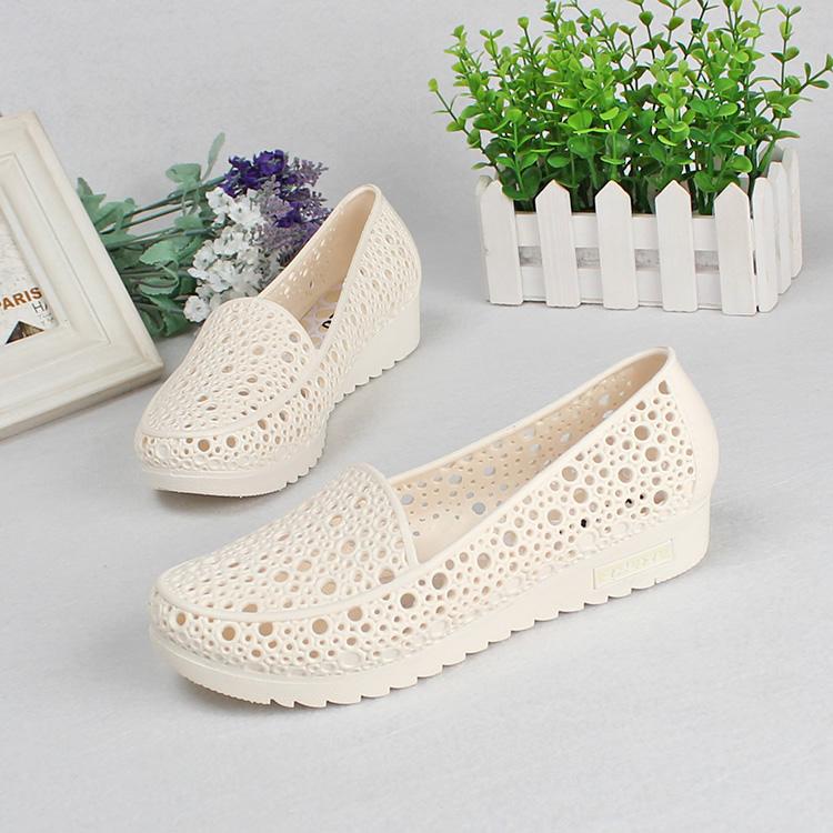 白色凉鞋 夏季舒适坡跟防滑护士鞋白色凉鞋女夏塑料镂空妈妈鞋工作鞋洞洞鞋_推荐淘宝好看的白色凉鞋