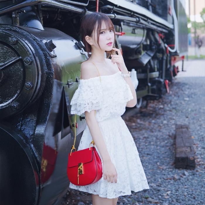 白色蕾丝连衣裙 泰国度假甜美一字领露肩抹胸沙滩裙夏季小清新荷叶边蕾丝连衣裙女_推荐淘宝好看的白色蕾丝连衣裙