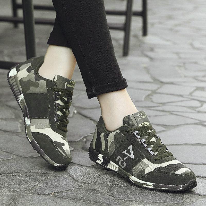 绿色运动鞋 军绿色迷彩鞋韩版潮布鞋运动鞋军训鞋学生板鞋情侣休闲鞋女作训鞋_推荐淘宝好看的绿色运动鞋