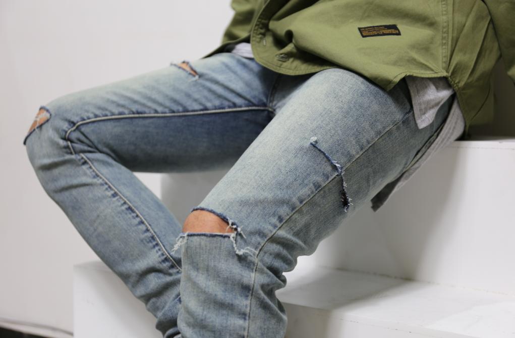 日系修身牛仔裤 AKAMA 原创日系大腿侧破洞牛仔裤弹力修身小脚破洞牛仔裤男女同款_推荐淘宝好看的女日修身牛仔裤