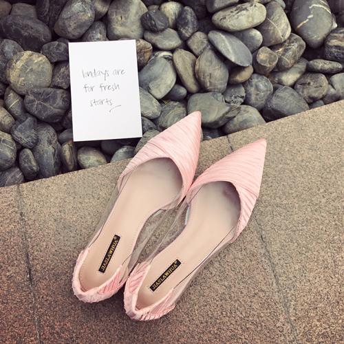 粉红色单鞋 2017春夏季女鞋复古单鞋休闲尖头浅口粉红色透明矮跟细跟百搭凉鞋_推荐淘宝好看的粉红色单鞋