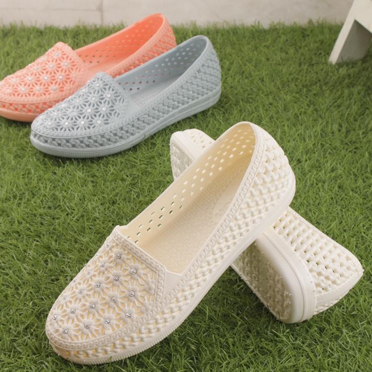 白色凉鞋 韩版水钻包头网状防水塑料凉鞋女防滑透气工作鞋平底白色护士凉鞋_推荐淘宝好看的白色凉鞋