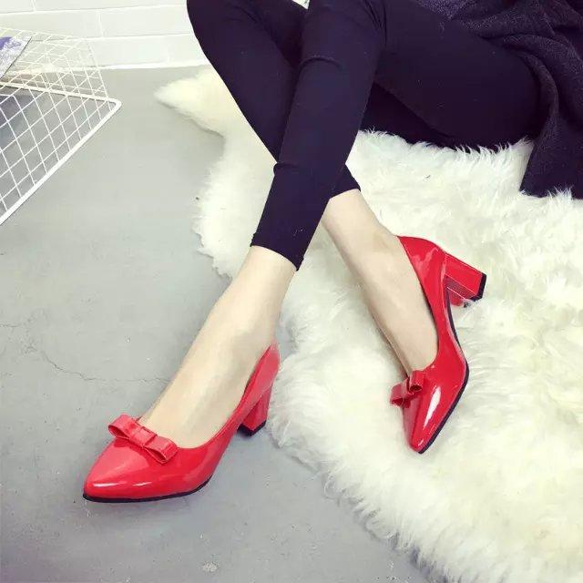 红色高跟鞋 春季蝴蝶结高跟鞋漆皮粗跟单鞋尖头红色小单鞋黑色工作鞋中跟女鞋_推荐淘宝好看的红色高跟鞋