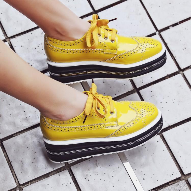 黄色松糕鞋 布洛克雕花牛津鞋潮厚底系带英伦风单鞋平底黄色休闲鞋白色松糕鞋_推荐淘宝好看的黄色松糕鞋
