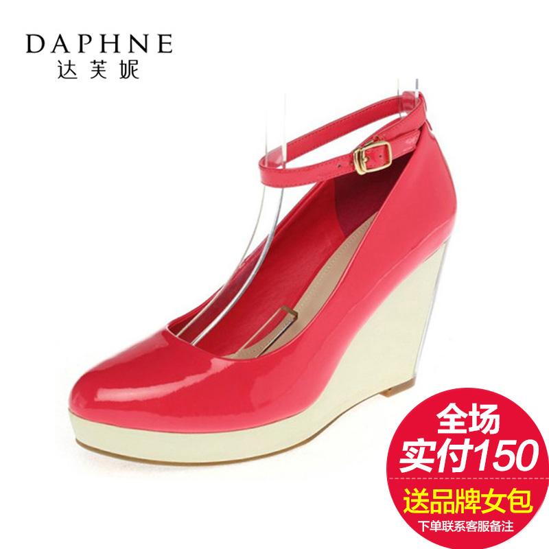 达芙妮坡跟鞋 Daphne达芙妮正品春季新款女鞋新款漆皮浅口高坡跟女单鞋特价_推荐淘宝好看的达芙妮坡跟鞋