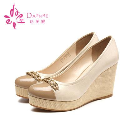 达芙妮厚底鞋 Daphne达芙妮甜美圆头坡跟单鞋松糕厚底高跟女鞋1013101067_推荐淘宝好看的达芙妮厚底鞋