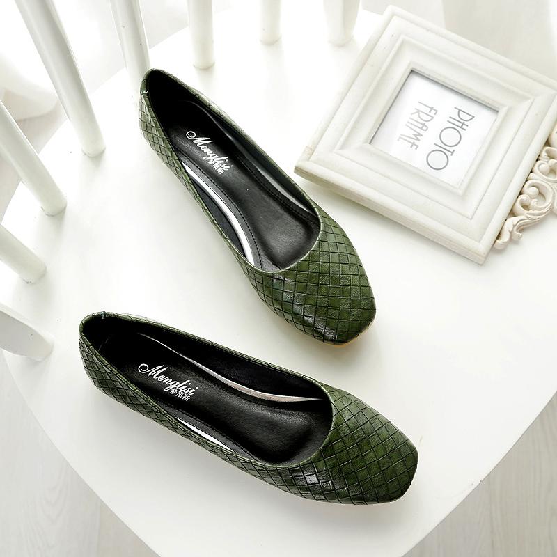 绿色平底鞋 秋季方头浅口单鞋女平跟平底鞋时尚软底大码女鞋绿色41-43瓢鞋 春_推荐淘宝好看的绿色平底鞋